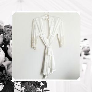 White vintage robe, bridal robe, intimates